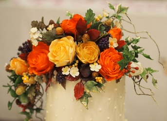 Autumnal sugar flower display on the wedding cake